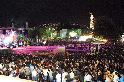 İzmir Fuarı Açılış Konserlerinde Bİr Görüntü