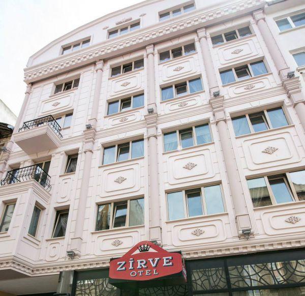 Zirve Otel Kadıköy'de sayılı güzel oteller arasında yer almaktadır. Özellikle konumu ve fiziki yapısı görülmeye değerdir.36 odası bulunan otelin çevresinde birçok alışveriş merkezi, cafe&bar ve değişik lezzetler sunan restaurantlar bulmak mümkündür. Otelin geniş adresi Kadıköy Rıhtım Caddesi'ne, Marmaray ve Metro Hatlarına 5 dakikalık yürüme mesafesinde ulaşım olanağı olabilir. Telefon ise 0 216 414 5142 - 43
