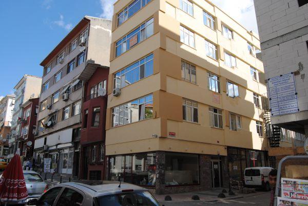 Elt Studios Kadıköy 19 odasıyla müşterilerine hizmet veren bir oteldir. Fiyatları seçeceğiniz odalara göre değişkenlik göstermektedir. Kalacağınız tarihler arası oda durumu sorgulayabileceğiniz Tel: 0 850 600 67 11
