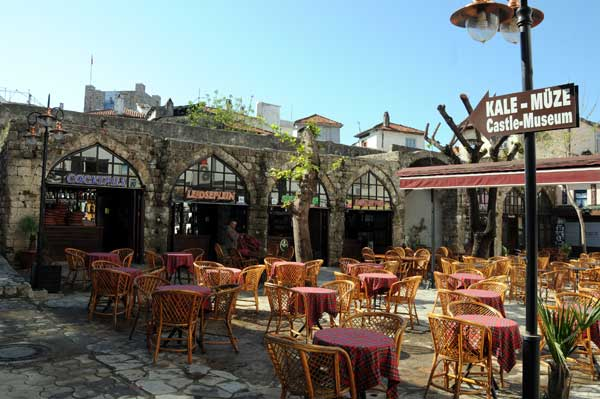 Hafsa Sultan Kervansarayı İçinde Kafe