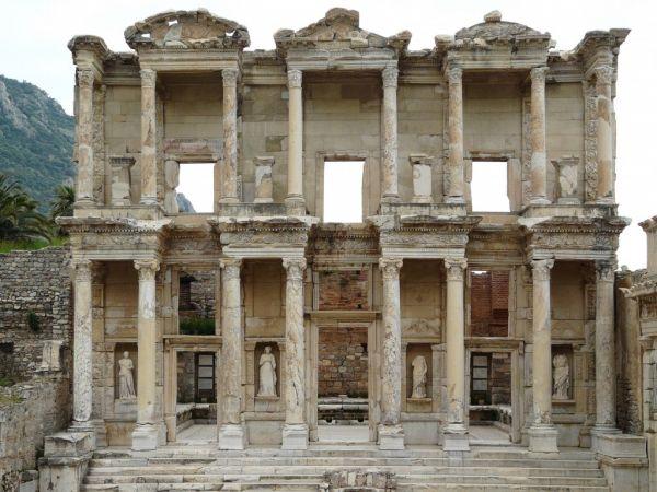 Selsus Kütüphanesi Ön Cephesi