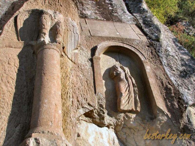 Amasra Kuşkayası Yol Anıtı, Tarihi Olup, Bir Çok Tarih Severin Ziyaretine Geldiği bir Yerdir