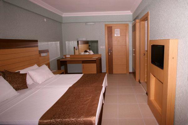Remi Hotel Yatak Odası