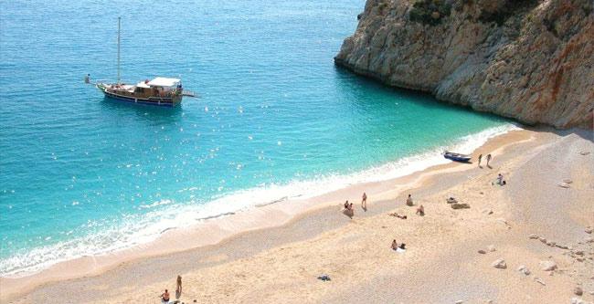 Çok güzel bir plaj olan Kaputaş'ı mutlaka görmeli, yüzmelisiniz...