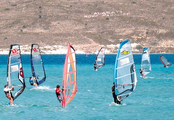 Alaçatı Rüzgar Sörfüne En Uygun Yerlerin Başında Geliyor