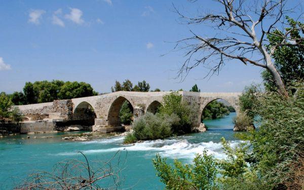 Aspendos Köprüsü