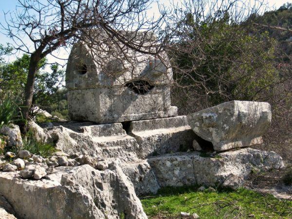 Hoyran Tarihi Yapıları