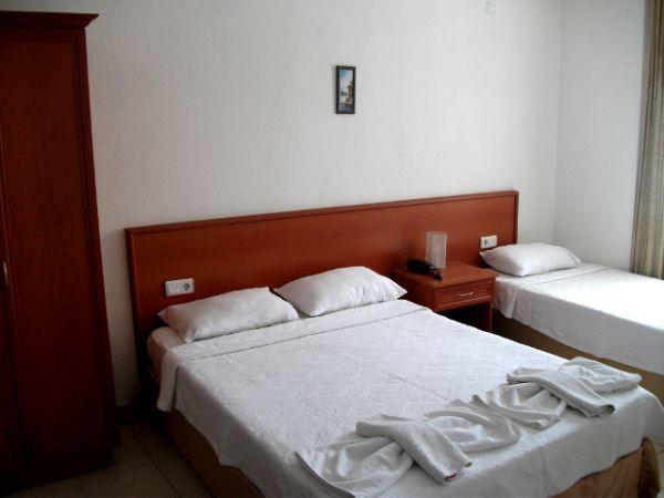 Bonapart Otel Yatak Odası
