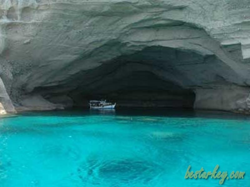 Kemer Molla Deliği Mağarası
