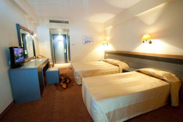 Marina Hotel Yatak Odası