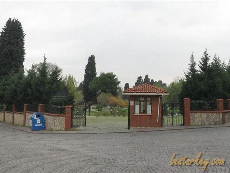 Zeytinburnu Tıbbi Bitkiler Bahçesi Dışarı Görünüşü