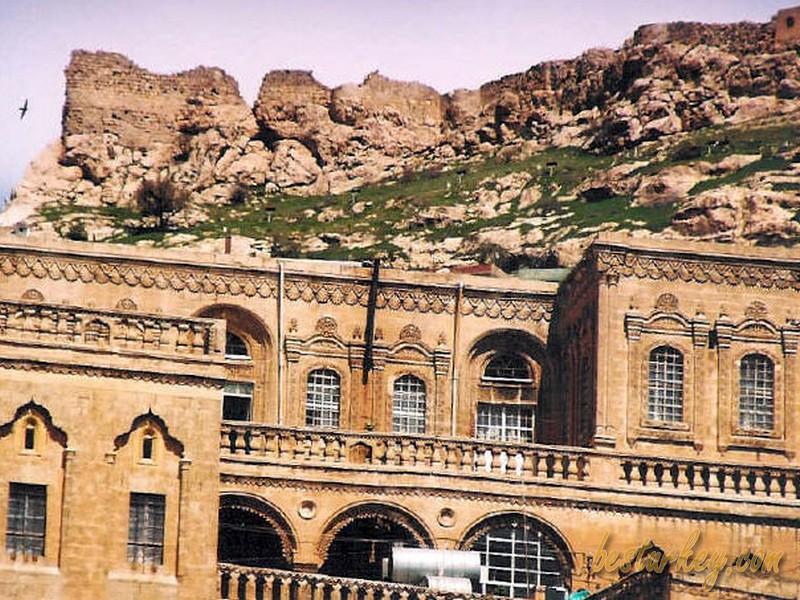 Mardin Nusaybin Firdevs Köşkü, yapımı 1300'lü yıllara denk gelen tarihin canlı tanığı olan şaheser